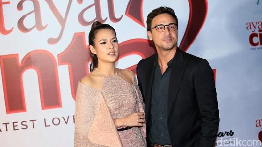 Hot Couple! Raisa dan Hamish Daud Mesra Banget