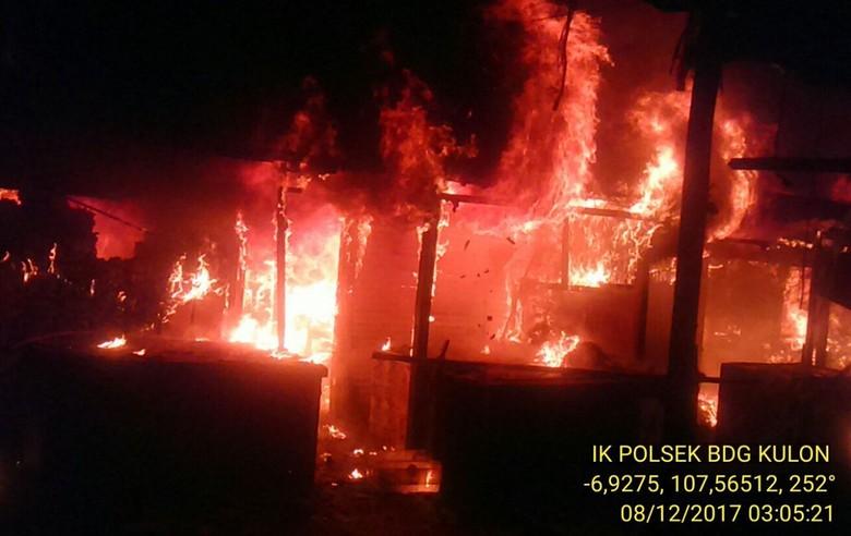 Pasar Cijerah Bandung Terbakar, 36 Kios Hangus