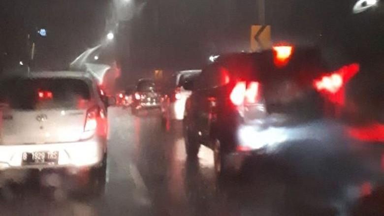 Hujan Mengguyur, Jalanan Jakarta Macet Parah