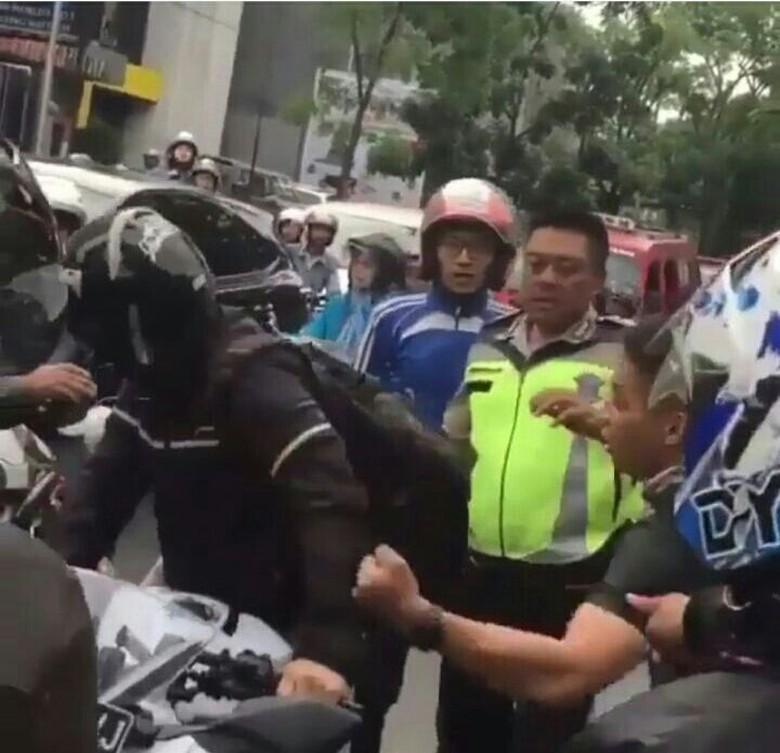 Viral Video Diduga Oknum TNI Ribut dengan Biker di Bandung