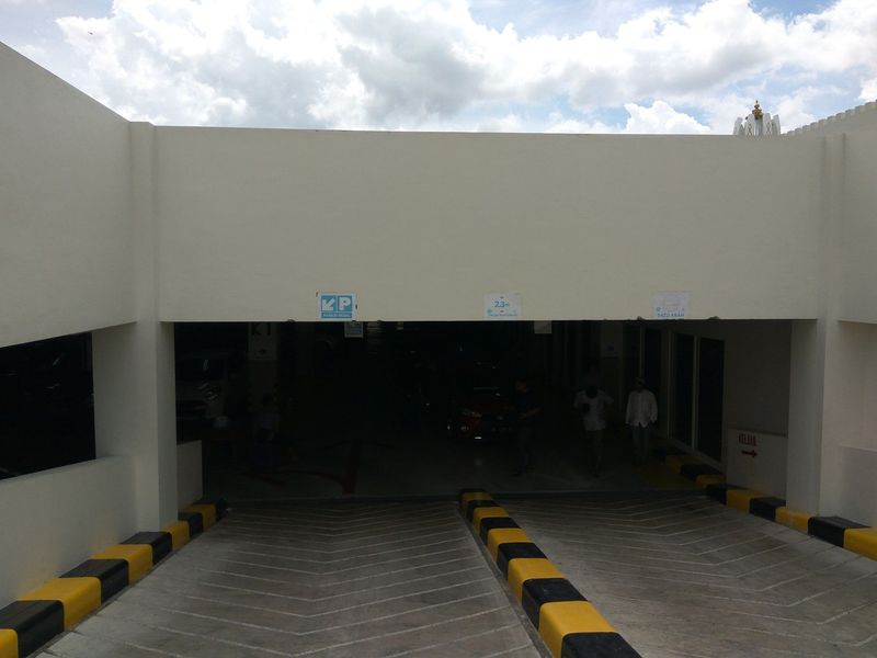 Masjid Raya Baiturrahman, Banda Aceh, Aceh kini punya basement untuk parkir kendaraan. Penampakannya sangat indah sehingga tidak kalah dengan ruang bawah tanah di mall-mall (Agus/detikTravel)