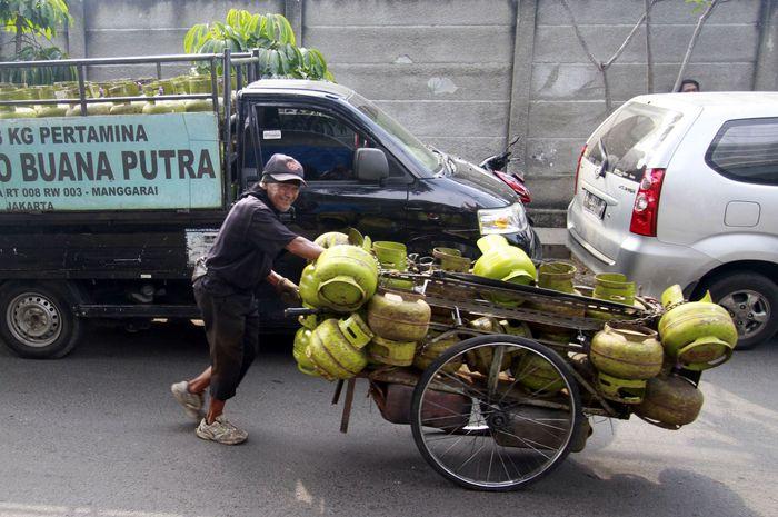 Sedikitnya 33 ribu tabung gas secara rutin di distribusikan melalui Agen dan Pangkalan yang tersebar di seluruh Jabodetabek. Masyarakat tak perlu khawatir untuk ketersediaan gas 3 kg, Bright 5,5kg dan tabung 12 kg.