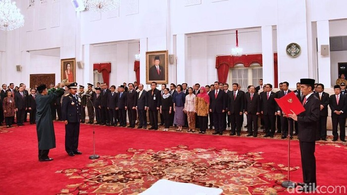 Prosesi pelantikan Marsekal Hadi Tjahjanto sebagai Panglima TNI.