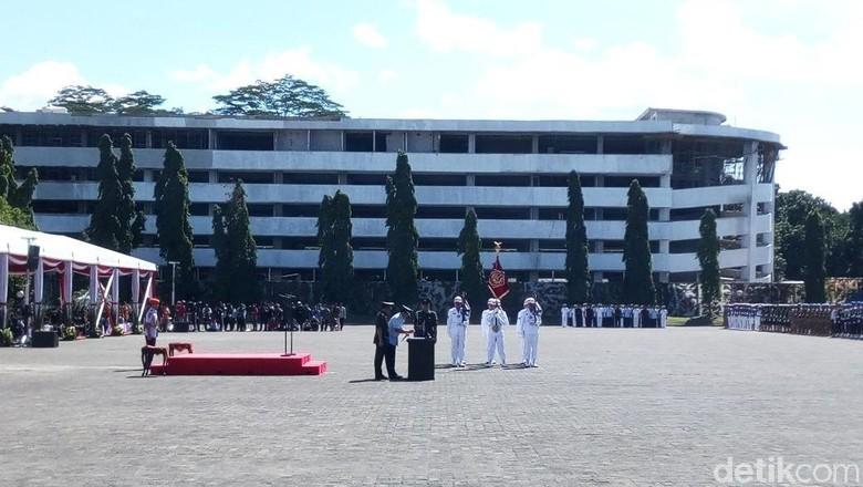 5 Jet Tempur Melintas Iringi Estafet Tongkat Komando Panglima TNI