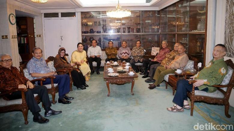 Foto: Titiek Soeharto Kumpulkan Sesepuh Golkar di Cendana