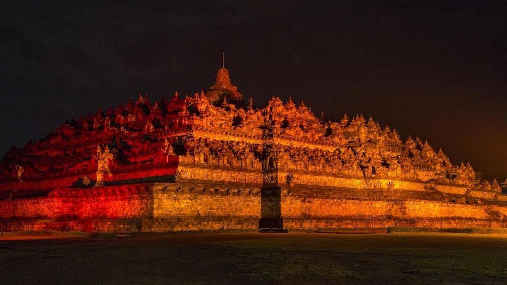 Malam Tahun Baru di Candi Borobudur, Ada Balon LED yang Cantik