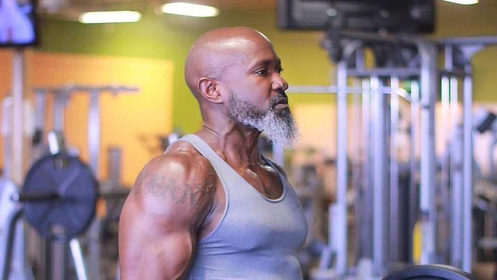 Bisa Angkat Beban Hingga 200 Kg, Kakek Ini Viral di Internet