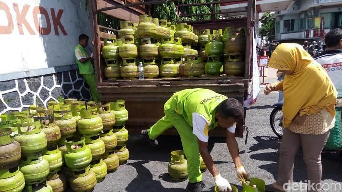 Pertamina menutup 68 pangkalan elpiji nakal di Solo