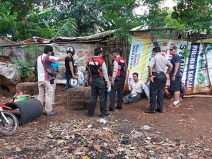 Gerebek Judi Sabung Ayam di Pesanggrahan, Polisi Amankan 11 Orang