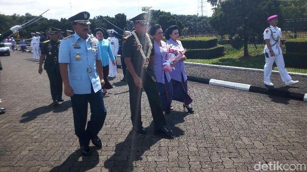 Upacara pisah-sambut Panglima TNI