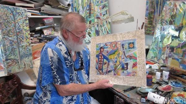 Michael di studionya. Dia melukis alam tumbuhan dan landscape dengan bertema Seychelles dan tempat lain (Fitraya/detikTravel)