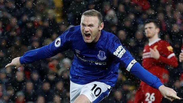 Rooney Cetak Gol Spektakuler dari Daerah Permainan Sendiri