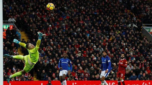 Gol Salah ke gawang Everton raih Puskas Award.