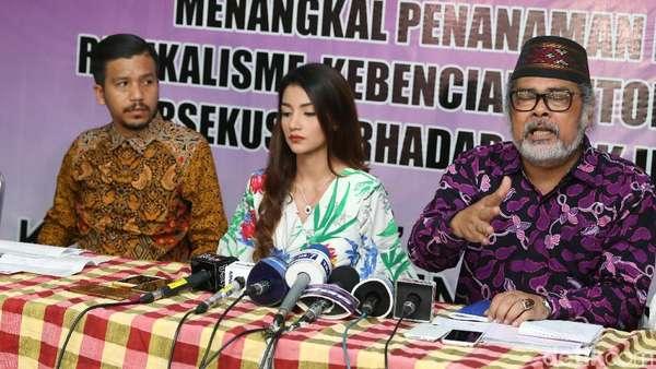 Andi Soraya Gelar Baby Shower, Wulan Guritno Tampil Seksi di Phuket