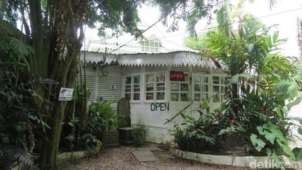 Galeri mereka adalah sekaligus rumah tinggal mereka di Anse Aux Poules Bleues, Pulau Mahe, Seychelles. Jaraknya 23 km dari Ibukota Victoria (Fitraya/detikTravel)