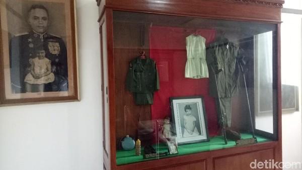 Kini, traveler bisa berkunjung ke museum yang jadi saksi bisu dari hidup sang Jenderal AH Nasution. Selain bisa melihat langsung rumahnya, tak sedikit juga barang sejarah milik sang Jenderal hingga Ade Irma anaknya (Seysha Desnikia/detikcom)