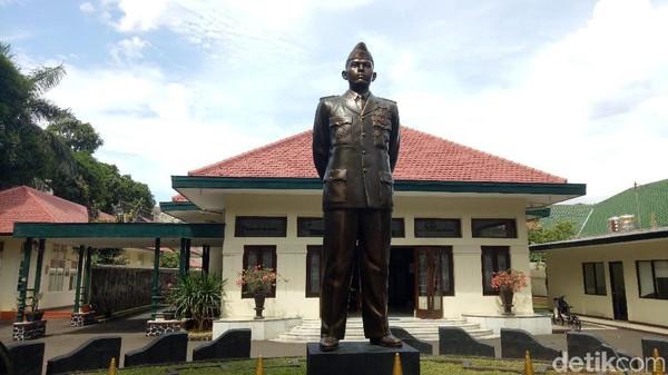 Lokasi pertama adalah Museum Jenderal AH Nasution di Jalan Teuku Umar No 40, Menteng, Jakarta Pusat. Sebelum menjadi museum, dahulu rumah itu merupakan kediaman dari sang Jenderal besar (Seysha Desnikia/detikcom)