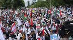 Penampakan Bendera Raksasa RI dan Palestina saat Aksi di Kedubes AS