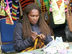 Melihat Geliat Mama-mama Papua Pembuat Noken