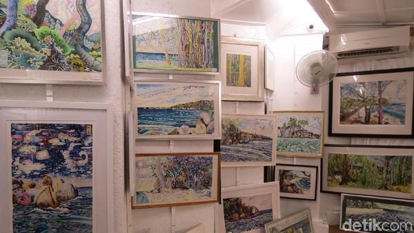 Selain Michael, kedua anak mereka juga melukis dan dipajang di galeri ini. Karya mereka menjadi incaran wisatawan Eropa (Fitraya/detikTravel)