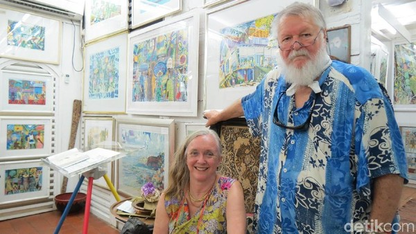Michael dan Heather Adams, pemilik Michale Adam Art Gallery di Seychelles. Ini adalah galeri seni paling dicari wisatawan di Seychelles (Fitraya/detikTravel)