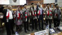 Ketika Anggota Dewan Kenakan Syal Palestina