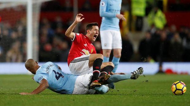 Pemain-pemain yang awalnya memberikan dukungan mulai membangkang kepada Mourinho.