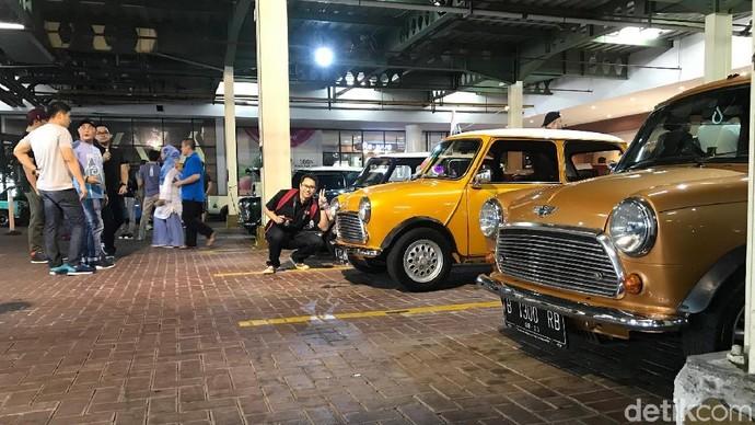 Wuih, Parkiran Ini Dipenuhi Mobil-mobil Mr Bean