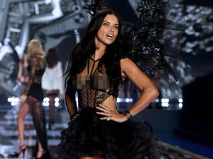 Tolak Tampil Buka-bukaan, Adriana Lima Belum Tinggalkan Victorias Secret