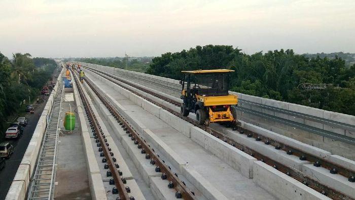 Foto: Progres pembangunan Light Rain Transit (LRT) Palembang telah memcapai 76 persen dan siap beroperasi pada Juni 2018 mendatang/ Foto: Raja Adil/ Detikcome