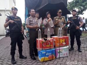 Polisi Karanganyar Hadang Truk Bermuatan 2.808 Liter Miras