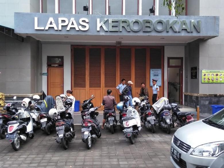 CCTV Rekam Detik-detik 2 WN AS Kabur dari LP Kerobokan