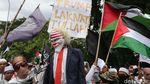 Detik-detik Boneka Trump Dibakar di Depan Kedubes AS