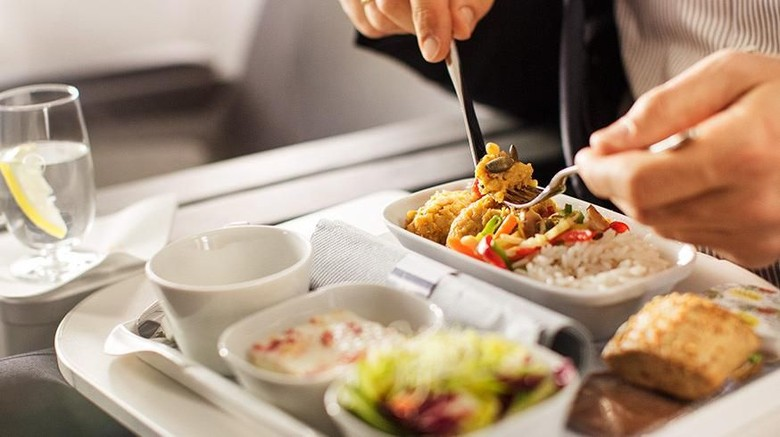 Ilustrasi menu makanan di pesawat (Thinkstock)