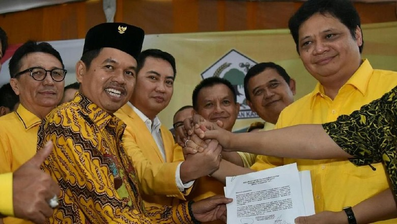 Airlangga Pimpin Langsung Rapat Pencabutan Dukungan ke Ridwan Kamil