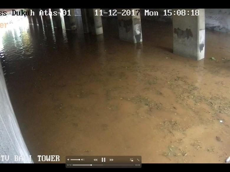 Banjir di Underpass Dukuh Atas, Kendaraan Tak Bisa Lewat