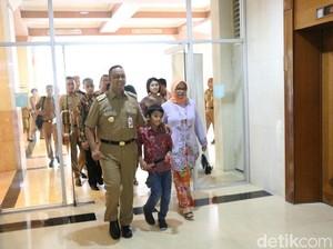 Hadiri Jakcraft, Anies Ditemani Istri dan Anaknya di Balai Kota