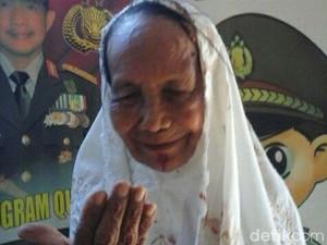 Tersesat Mencari Anaknya, Nenek Onah Diamankan di Polsek Pondok Aren