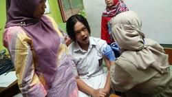 Dinkes DKI melakukan Vaksinasi Difteri di SMK Yosua, Jakarta, Senin (11/12/2017). Ada 3 provinsi yang melakukan imunisasi serentak hari ini.