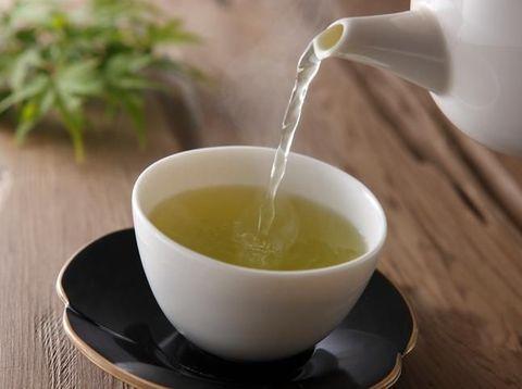 Teh hijau, bahan alami untuk menghilangkan bau badan.