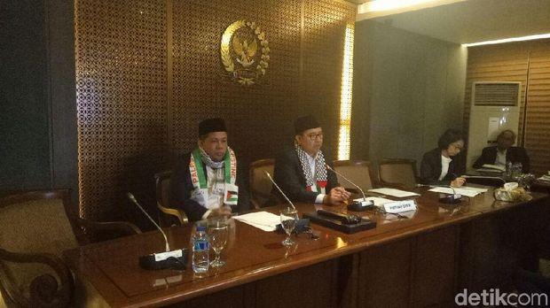 Wakil Ketua DPR RI Fadli Zon dan Fahri Hamzah kompak memakai syal Palestina