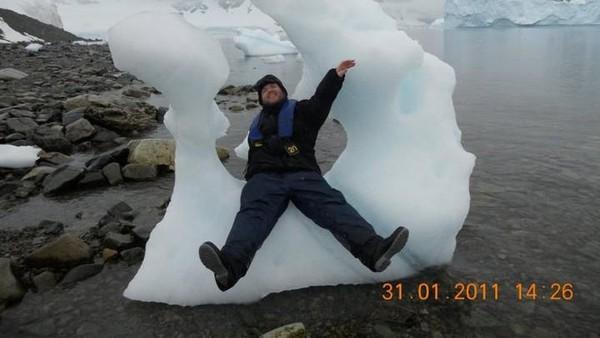 Diumurnya yang ke-39, dia telah berhasil keliling 7 benua, 50 negara bagian di Amerika Serikat bahkan dia juga ke Lingkaran Arktik (Tony the Traveler/ Facebook)