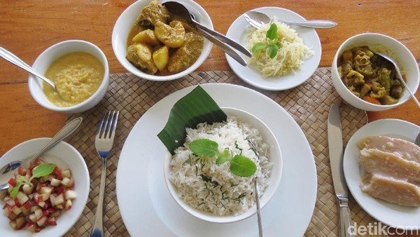 Creole adalah etnis mayoritas di Seychelles. Hidangan mereka ada puree kacang lentil, kari ayam dan kari sayur. Ini dipadu dengan salad jambu dan salad pepaya, serta pisang dimasak seperti kolak. Ini semua dimakan dengan nasi (Fitraya/detikTravel)