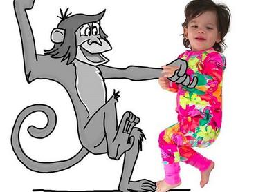Lucu banget sih Banksii lagi menari sama monyet. (Foto: Instagram/ @thuie)