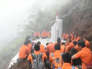 Tugu di Gunung Butak, Mengenang 8 Korban Kecelakaan Heli Basarnas