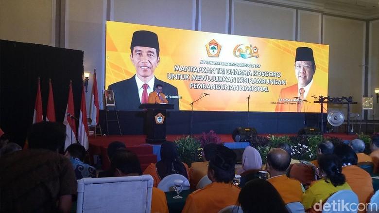 Pasang Foto Jokowi di Backdrop Kosgoro, Agung: Kami Ikuti Golkar