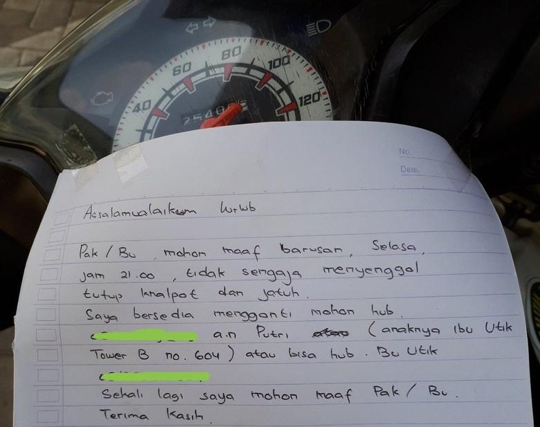 Senggol Motor Lain Wanita Ini Tinggalkan Surat Minta Maaf. Foto: Twitter @EndriKaka