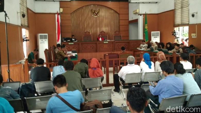 Hakim Kusno Tanya Prof Komariah: Praperadilan Gugurnya Kapan?