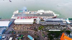 Wali Kota Risma Sambut Kapal Pesiar Terbesar yang Pernah Datang ke Surabaya