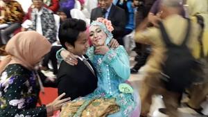 Bahagianya 79 Pasangan Ini Setelah Resmi Menikah